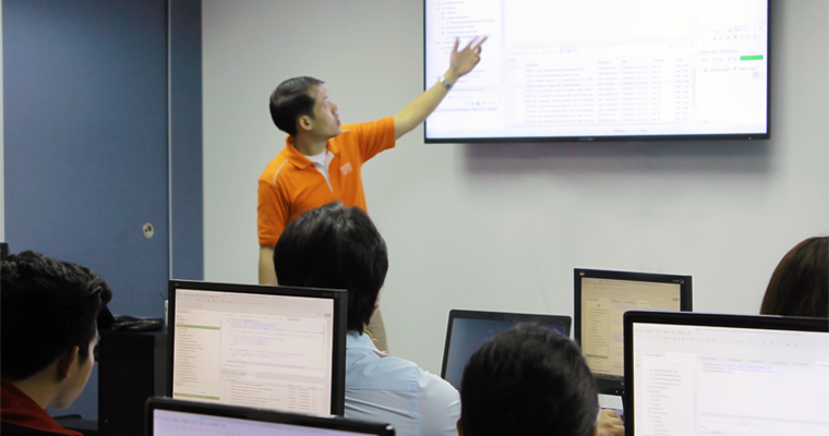 Lorenzo Dee in front of the big monitor talking to his class about the Enterprise Integration with Sprin. | Enterprise Spring Training Philippines